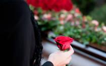 Розы можно сажать на кладбище